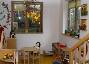 Kinderkrippe hexennest markt holzkirchen wir liegen for Raumgestaltung 360
