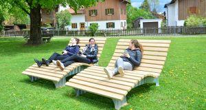Liegebänke im Herdergarten