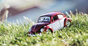 Auto auf Rasen_Parking Day