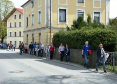 Auf engen Pfaden - Ortsrundgang unter der Leitung des Planungsbüros Skorka