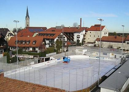 Eisstadion im Zentrum Holzkirchens