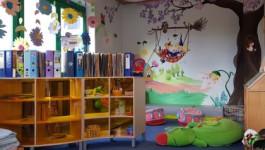 Kuschelecke mit Bücherregal