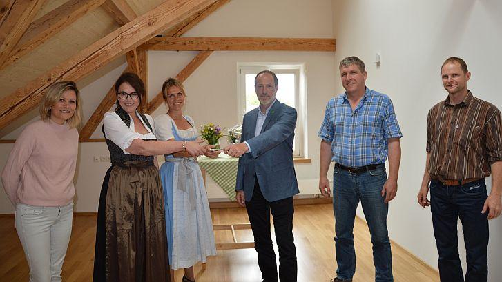 Schluesseluebergabe_Montessori_Kinderhaus_Foeching